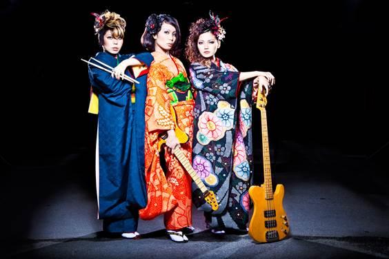 沖縄全域を中心に活動するガールズバンド「RUN it to GROUND」